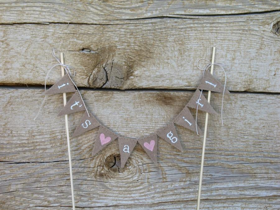 Hochzeit - Its a girl cake Topper Banner in tea dyed cotton, white ,lowercase lettering, pink hearts, its a boy cake topper