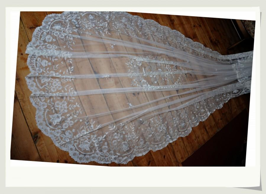 Mariage - 100% Hand embroidered lace bridal chapel veil, wedding veil