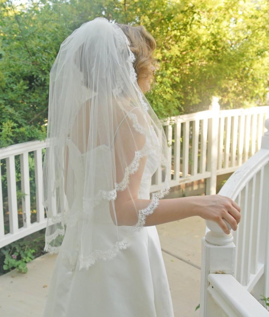 Mariage - Elbow length two tier lace wedding veil with French Chantilly Lace trim, Mantilla Blusher Veil - Cusco
