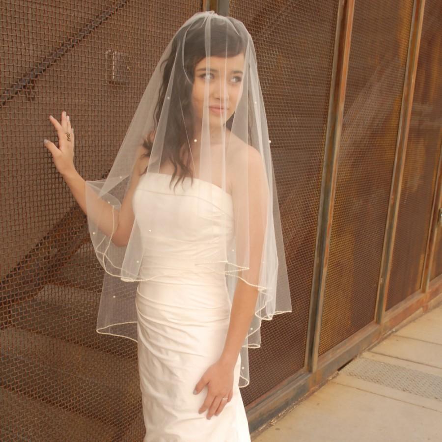Mariage - Short Bridal Veil - Fabulous Vintage Style Wedding Veil: Drop Veil with Pearl Edge - Blush Pink or Champagne Veil - New York