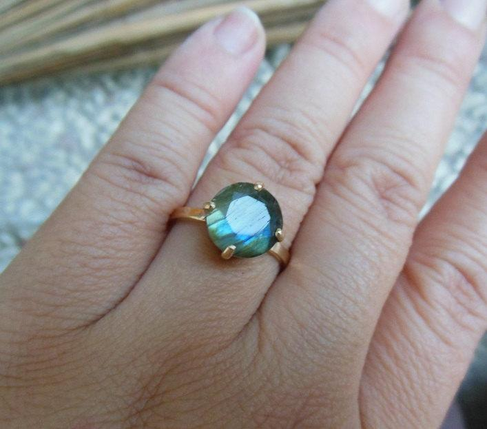 Wedding - Gold Ring - Labradorite gold ring- 18k gold ring -  Labradorite ring - round - Solitaire - prong ring