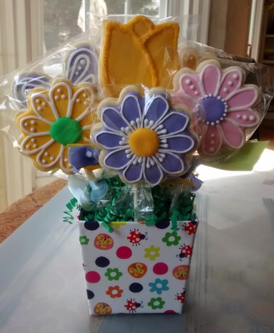 8 sugar cookies bouquet in a bucket daisy and tulip flowers 8 sugar cookies bouquet in a bucket daisy and tulip flowers butterflies mothers day giftbirthday get well any occasion izmirmasajfo