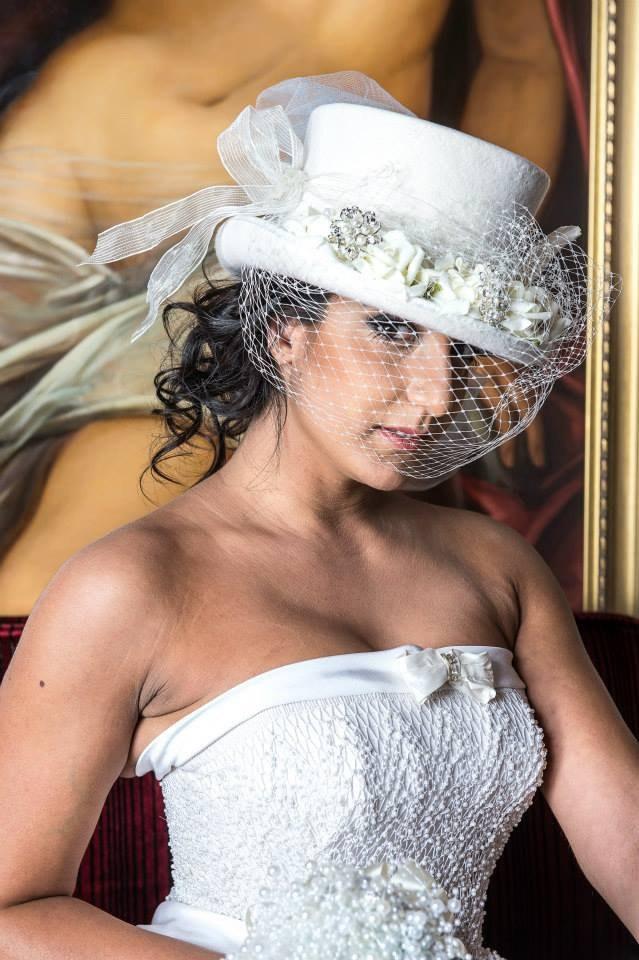 Mariage - Top hat Ivory, veil, altertinative bride, rockabilly, steampunk, winter wedding, couture, Victorian,shabby chic, Georgian, Marie Antoinette
