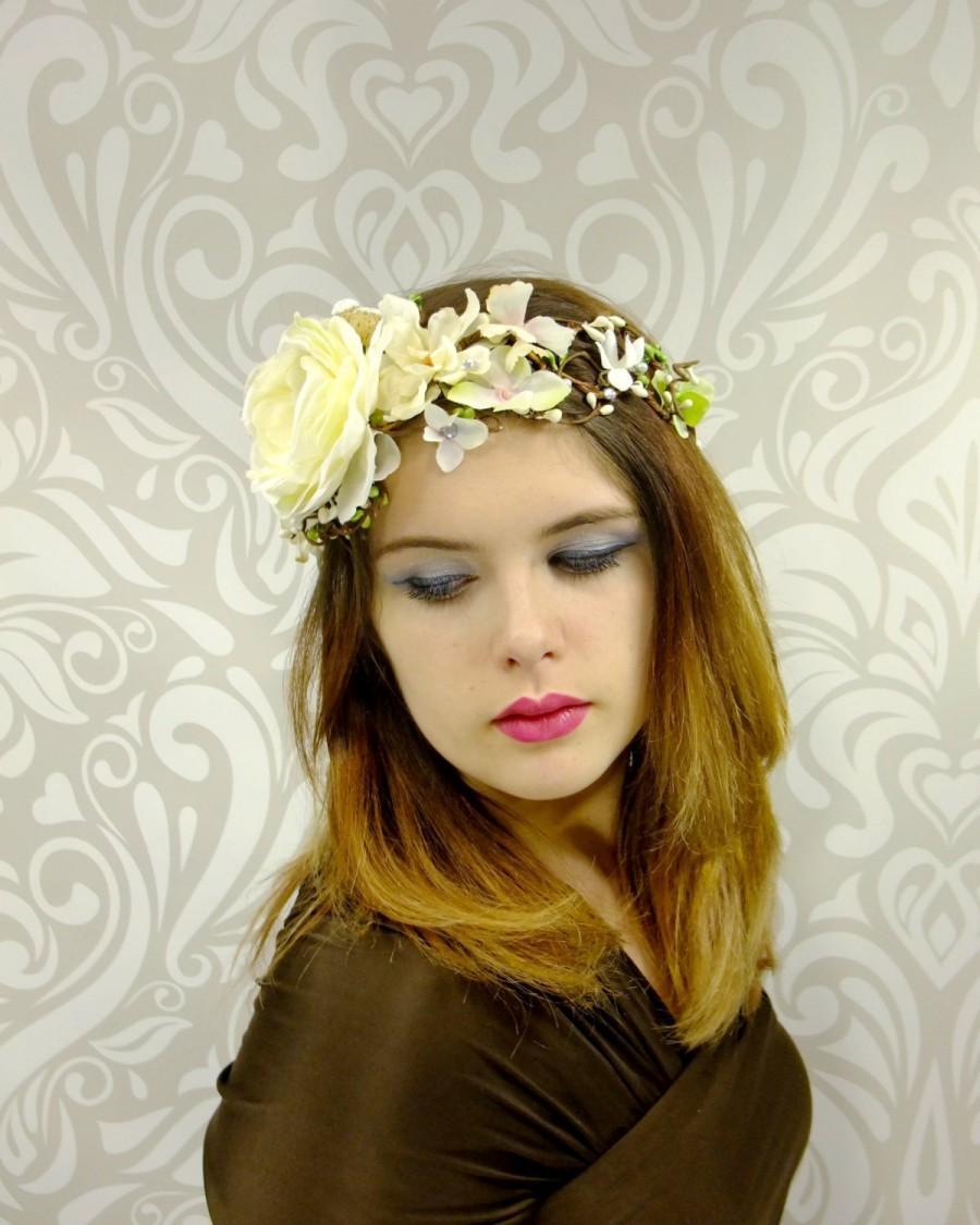 Mariage - Bridal Head Piece, White Bridal Crown, Bridal Flower Circlet, Boho Hair Wreath, Woodland Bridal Crown, Rustic Bridal Wreath, Ready to Ship