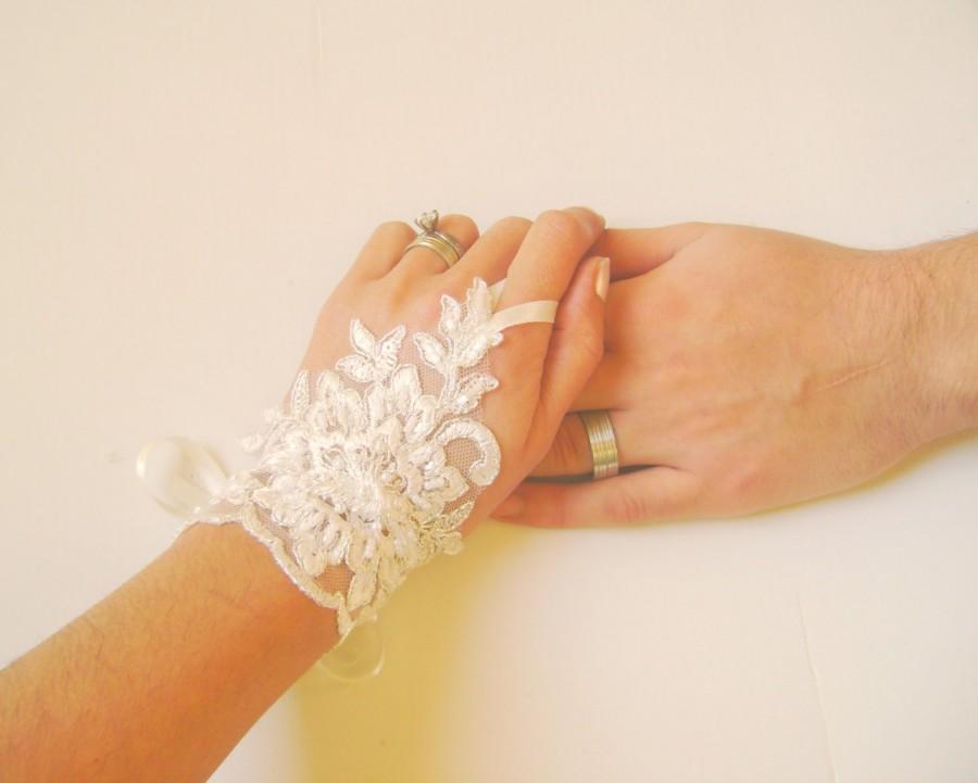 Mariage - Bridal Gloves, Wedding Gloves, Ivory Lace gloves, Fingerless Gloves, Ivory wedding, cuffs, wedding cuffs, bride, bridal gloves, Bridal cuffs
