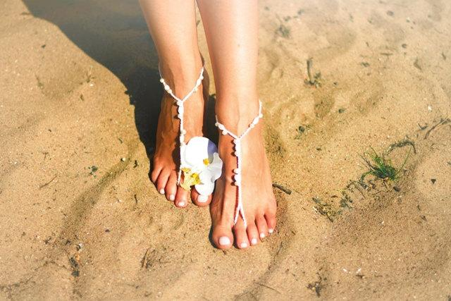 Mariage - White Crochet Beaded Barefoot Sandals,Nude shoes,Foot jewelryWedding,Bohemian weddings,Summer,Beach accessories,Foot wraps,Foot accessories