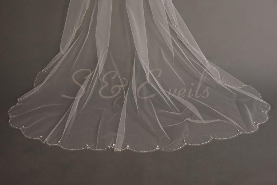 Mariage - Ready to ship: White Cascading veil with scalloped edging and swarovski crystals, bridal veil, wedding veil