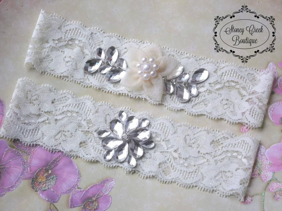 Свадьба - Wedding Garter - Ivory Lace Garter Set, Crystal Garter Set, Vintage Garter Set, Toss Garter, Keepsake Garter, Organza Flower