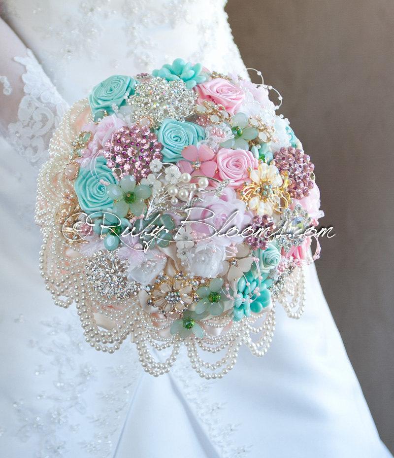 "Свадьба - Pastel Wedding Brooch Bouquet. ""Marie Antoinette"" Softest Tones wedding broach bouquet. Heirloom Bridal broach bouquet. Ruby Blooms Weddins"