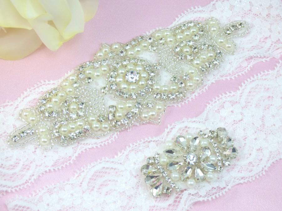Свадьба - White Wedding Garter, Rhinestone Bridal Garter, Pearl and Crystal Garter Set, Lace Wedding Garter, Keepsake Garter, Toss Garter, Garters