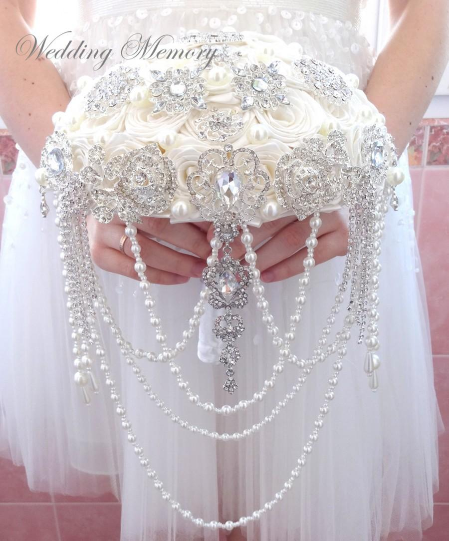 Свадьба - FULL PRICE  brooch bouquet. Cascading ivory wedding bridal broach bouqet. Alternative pearl jeweled crystal bling bouquet