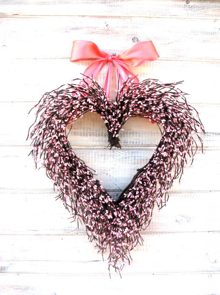 Mariage - Valentine Wreath-Heart Wreath-Pink Wreath-Wedding Decor-Baby Nursery Decor-Shabby Chic-PINK Heart-Weddings-Baby Shower Wreath-Gift for Mom