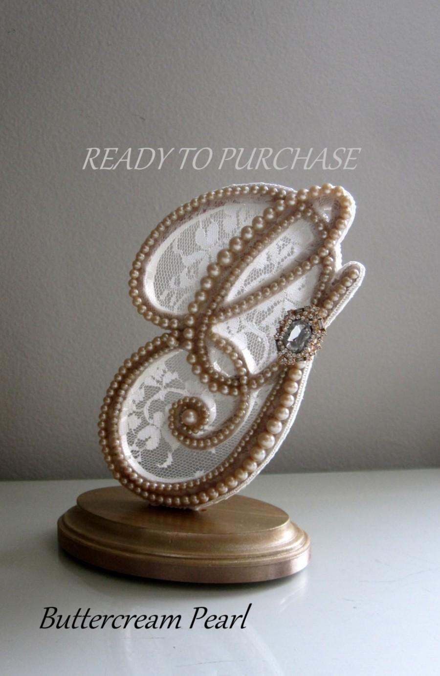 Mariage - Keepsake Cake Topper Monogram Letter G//Vintage Pearl & Ivory Lace// Rustic, Shabby Chic, Beach// Bridal Shower Gift//Ready to Purchase