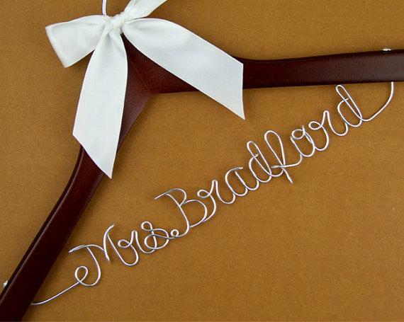 Mariage - One day sales, Personalized Wedding Hanger, Custom Bridal Hanger, Bride Bridesmaid Dress Hanger, Bridal Shower Gift