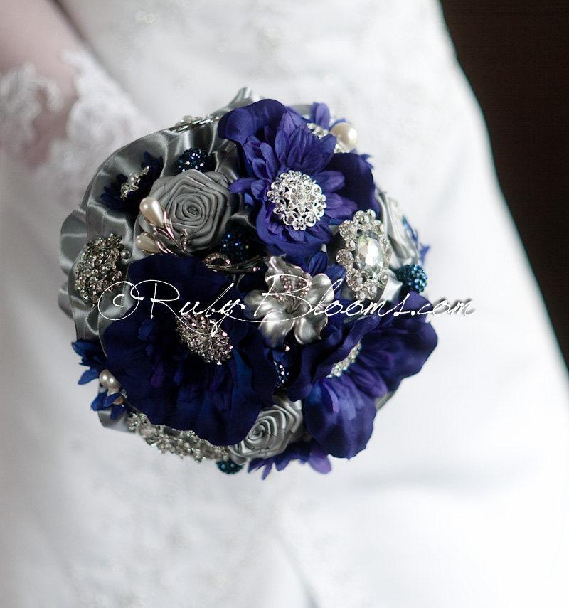 "Свадьба - Silver and Cobalt Blue Wedding Brooch Bouquet. ""After Midnight"" Blue Wedding Brooch Bouquet. Silver Blue Bridal Broach Bouquet"