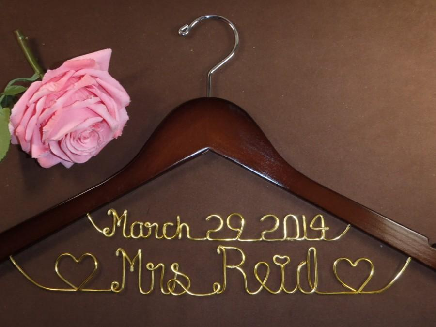 Mariage - Hanger with Date & Hearts for your wedding, Personalized custom bridal hanger, brides hanger, Bridal Hanger, Wedding hanger, Bridal