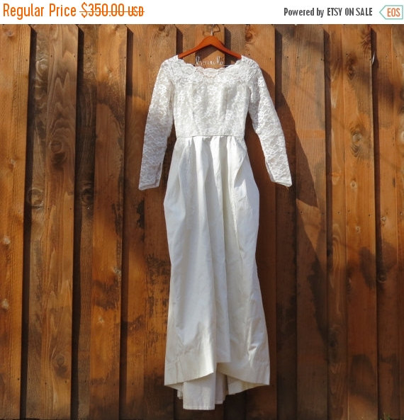 Свадьба - ON SALE UNTIL 2/1/16 Vintage boho shabby Bridal gown Wedding dress long sleeve lace 1950's style sequins Great Condition Bride costume prom