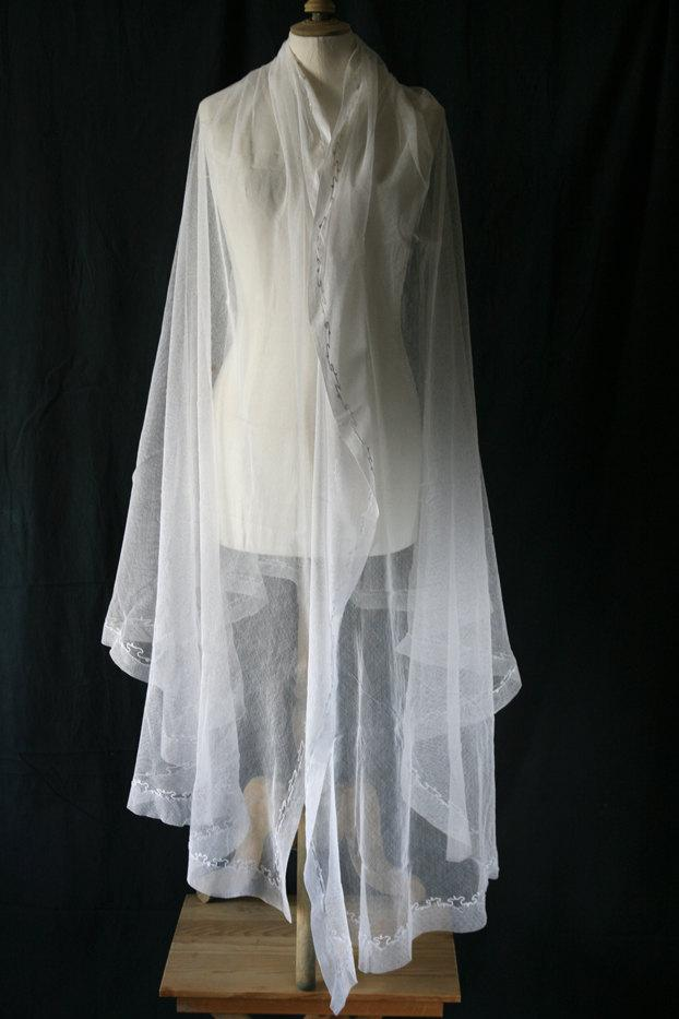 زفاف - Antique off-whiteTulle Wedding veil  with small embroidery around