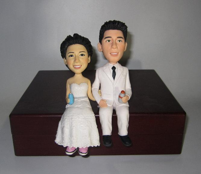 Mariage - Unique wedding cake topper personalized customm polymer clay toppers funny cartoon bride & groom figure figurines