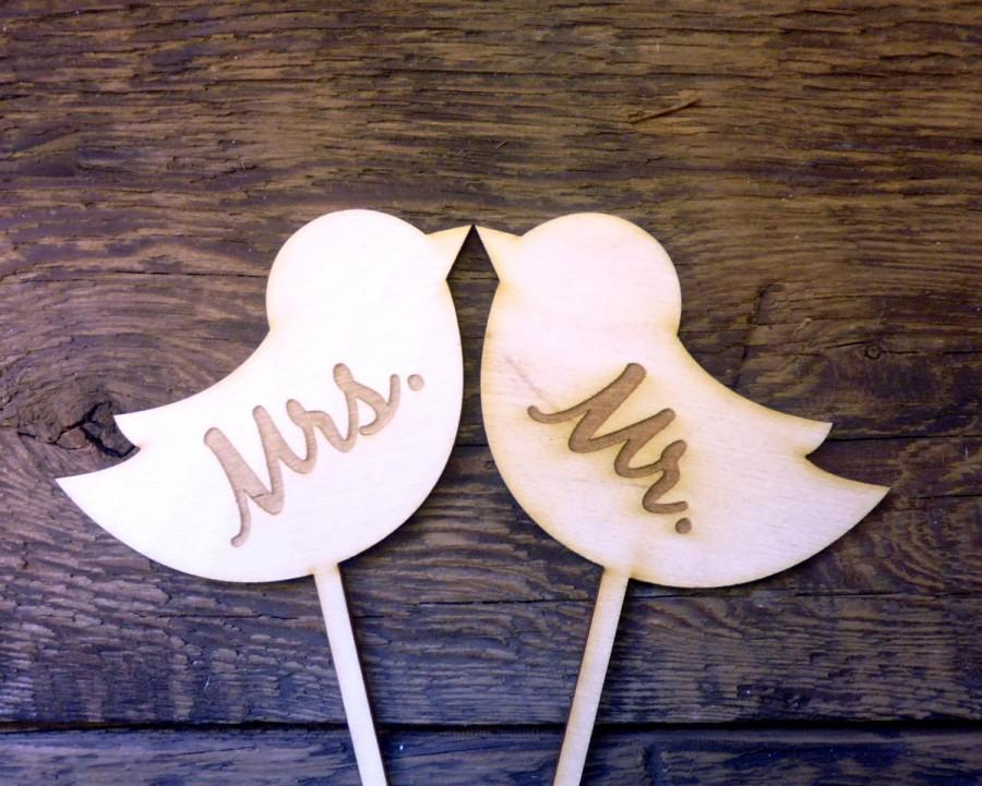 """زفاف - Wedding Cake Topper Sign Love Birds Engraved Wood Signs """"MRS MR"""" Photo Props Mr and Mrs"""
