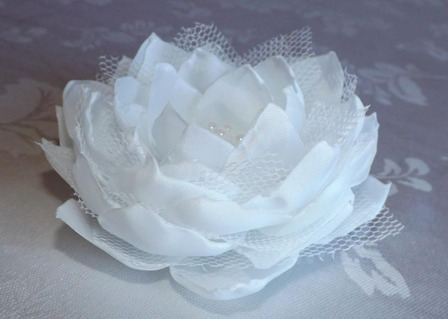 Свадьба - White Wedding Flower, white hair accessory, bridal hair flower, flower girl brooch, handmade flower.