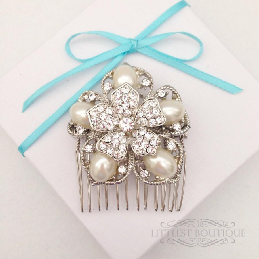 Свадьба - Pearl with Rhinestones Flower on a Silver Wire Hair Comb