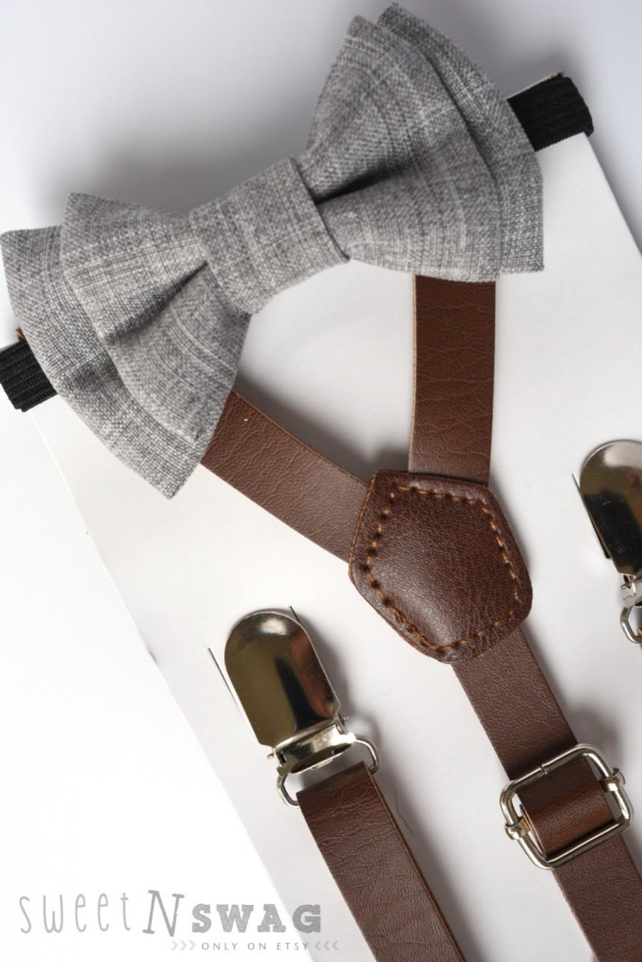 زفاف - SUSPENDER & BOWTIE SET.  Newborn - Adult sizes. Dark brown pu leather suspenders. Light grey Chambray Bow tie