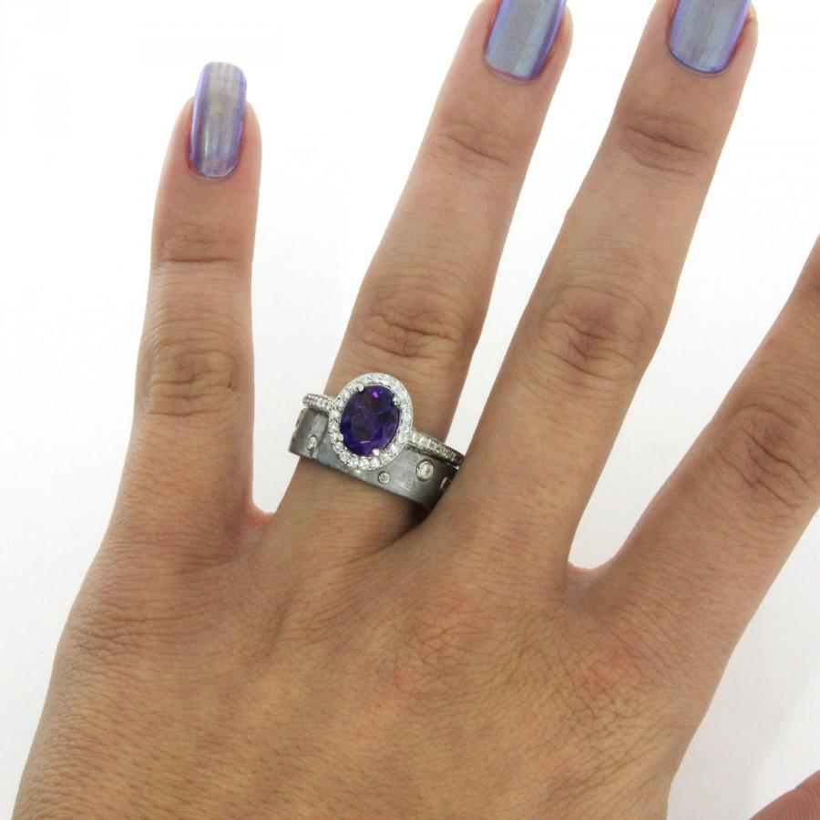 Palladium Wedding Band Set With Round Diamonds And Large Purple