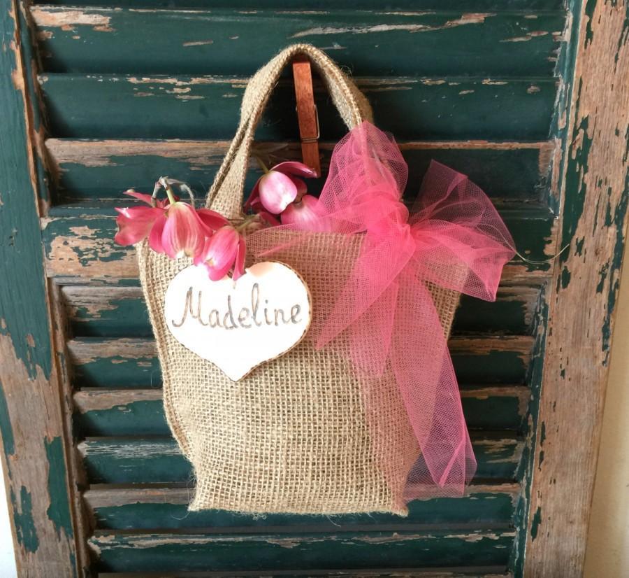 Mariage - Rustic Flower Girl Basket - Personalized Name Heart -Bag- Burlap- Tulle -Rustic Wedding- Outdoor Wedding