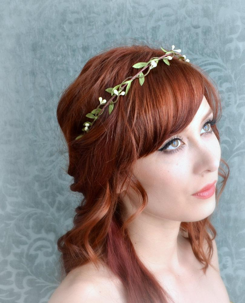 Mariage - Wedding headband, flower circlet, simple leaf and berry tiara, bridal crown, wedding hair accessories (ivory or white)