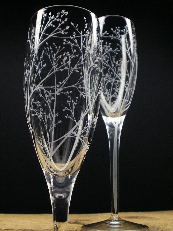 Hochzeit - Spring Wedding Flutes 'Branches and Leaves' 2 Hand Engraved Champagne Flutes Bridal Party Gift Wedding Decor