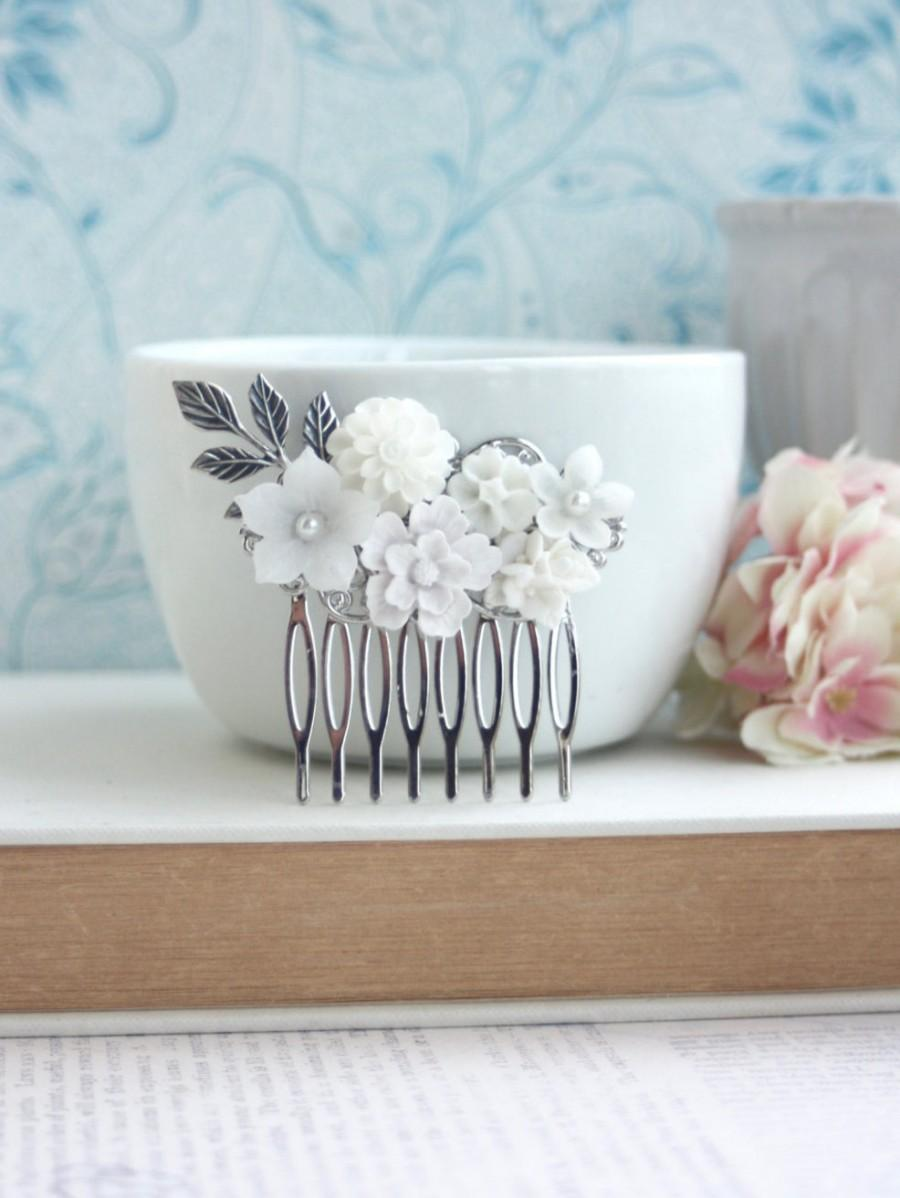 Mariage - White Wedding Comb. Silver Flower Comb, Silver Hair Clip, Bridal Comb, White Flowers, Pearl Flower Comb, Elegant White Comb, Romantic Comb