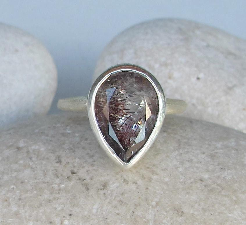pear shaped engagement ring featuring lepidocrosite in
