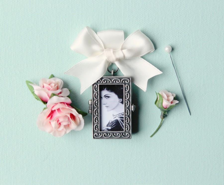 Hochzeit - Bouquet Charm, photo frame locket, wedding photograph keepsake, bridal accessory, antiqued silver color, DIY photo locket bridal