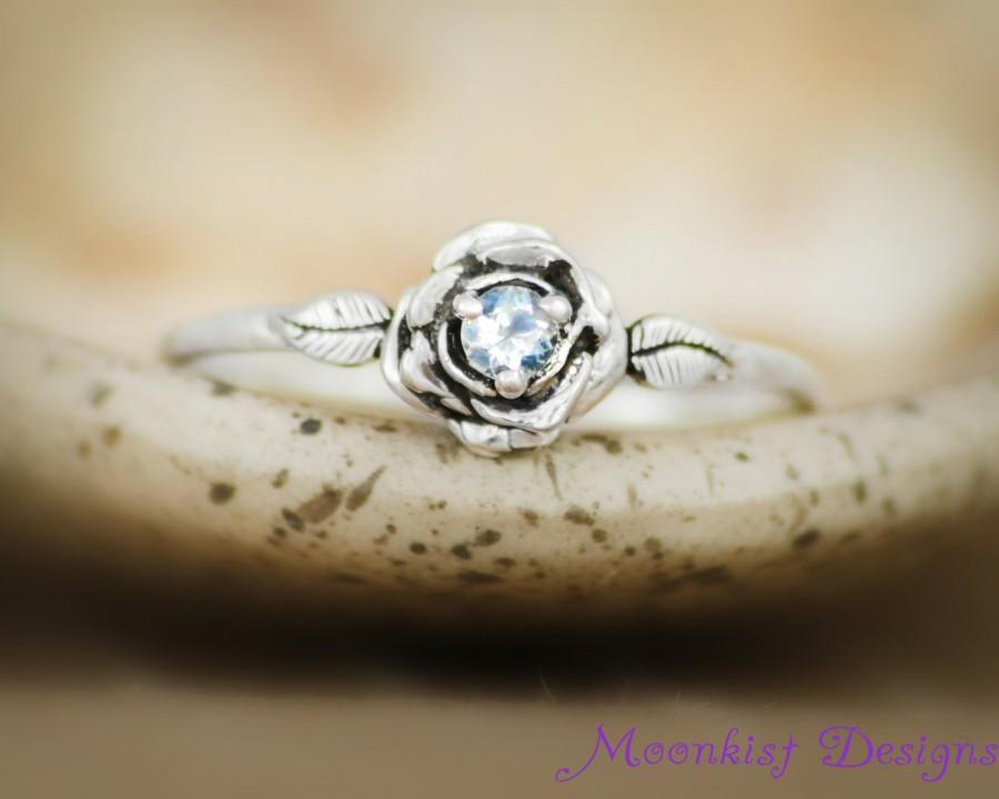 Mariage - Rainbow Moonstone Delicate Rose Engagement Ring in Sterling - Silver Unique Rose Promise Ring, Commitment Ring - June Birthstone Ring