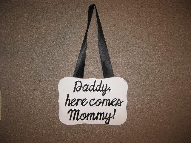 زفاف - Wedding Ring Bearer Plaque Sign- Daddy, Here Comes Mommy- Here Comes the Bride; Custom words and lettering