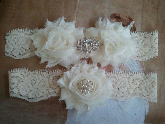 Свадьба - Wedding Garter - Bridal Garters - Ivory garter Set on a Ivory Lace with Pearl & Rhinestone - Style G262