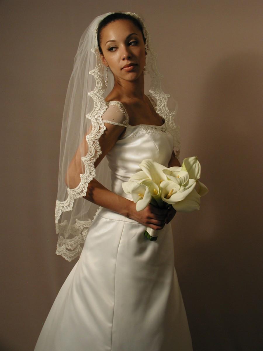 """Свадьба - 1 layer fingertip 42"""" Mantilla wedding veil. Mantilla lace veil - Mantilla bridal veil."""