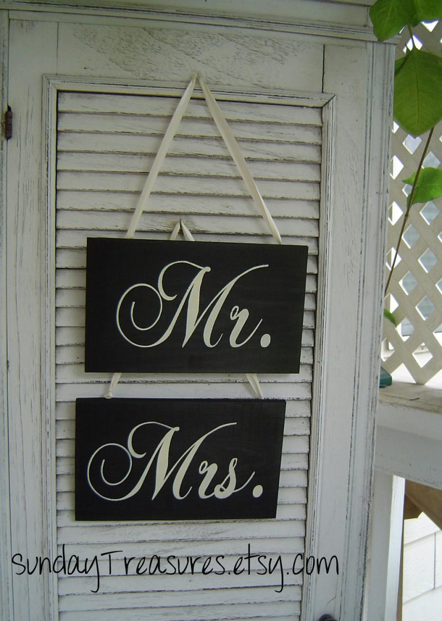 Wedding - Mr. & Mrs. Wedding Chair Signs / Black White /  Photo Prop /Lovers Sign / Rustic Vintage Wedding Decoration / 5 Day Ship (ref mrmrs)