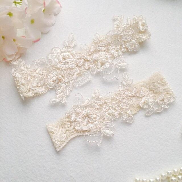 Hochzeit - Wedding Garter , bridal garter, champagne lace garter,Ivory Lace Garter, Toss Garter