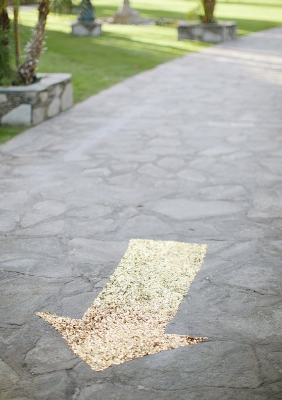 Mariage - Sequin wedding arrow / Gold glitz sequin aisle runner, wedding floor signage, party ground decor // CUSTOM sizes and colors available!