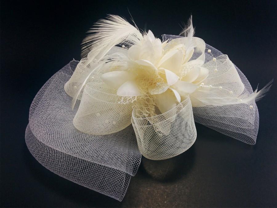 Свадьба - Ivory Mesh Hair Clip, Wedding Feather Hair Clip, Ribbon Hair Fascinator