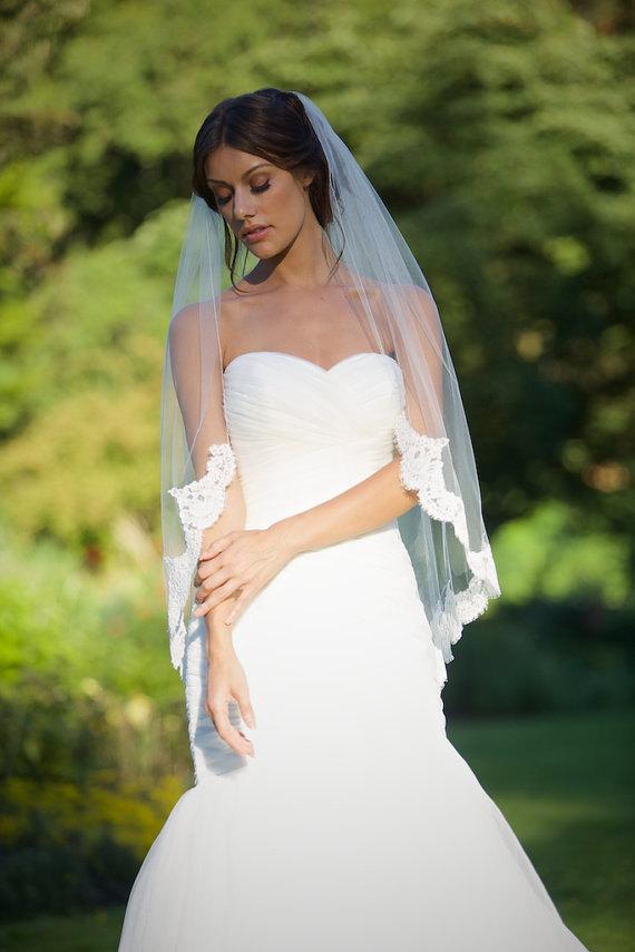 Свадьба - Lace Fingertip Veil, Lace Wedding Veil, Fingertip Wedding Veil, Alencon Lace Veil Fingertip, Fingertip Veil -Lace Bridal Veil, Ivory Veil