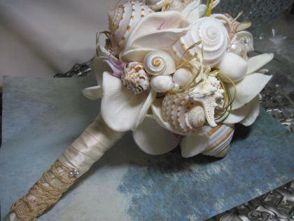 Mariage - Seashell Bouquet Romancing the Sea Romantic Antique Lace mixed with Starfish