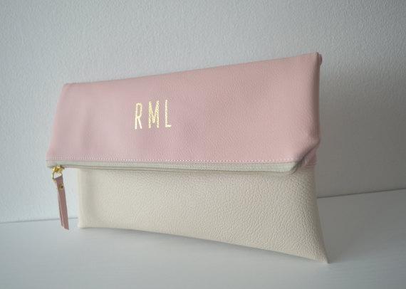 زفاف - Pale pink and cream foldover clutch, Monogram clutch purse, Bridesmaids gift, Personalized clutch bag