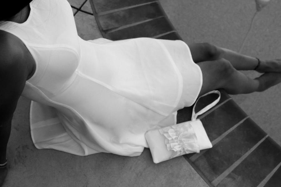 زفاف - WHITE Bridal Wristlet- Wedding Clutch