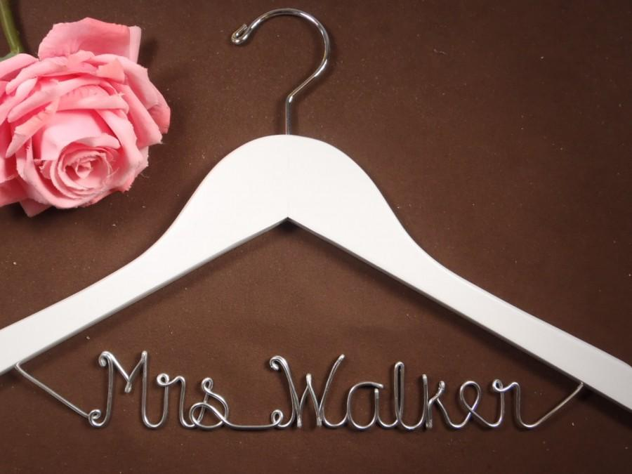 Mariage - Bridal Hanger One Line for your wedding pictures, Personalized custom bridal hanger, brides hanger, Bridal Hanger, Wedding hanger, Bridal
