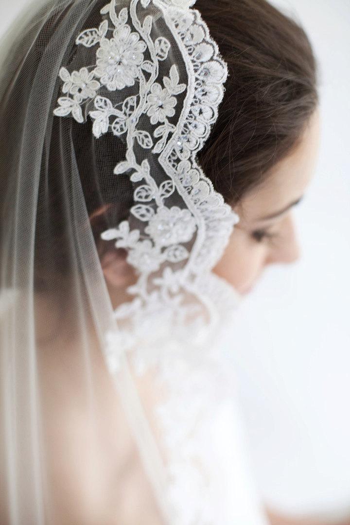 Свадьба - Delilah, Lace Mantilla Veil Available in Ivory, Mantilla Veil, Waist Veil, Fingertip Veil, Waltz Veil, Chapel Veil, Cathedral Veil