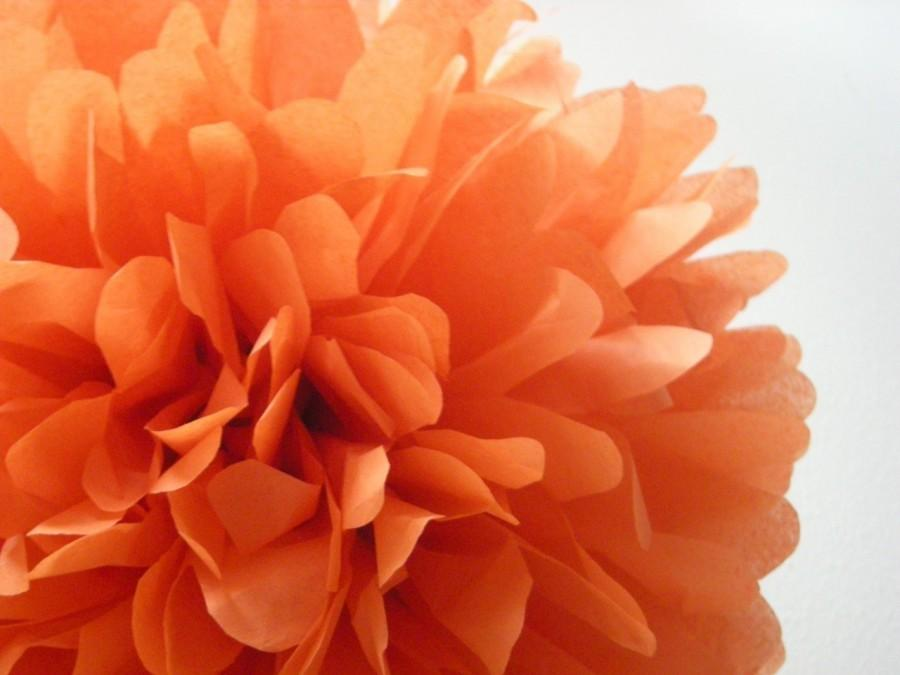 Mariage - BURNT ORANGE / 1 tissue paper pom pom / wedding decorations / diy / thanksgiving decorations / holiday party decor / orange decorations