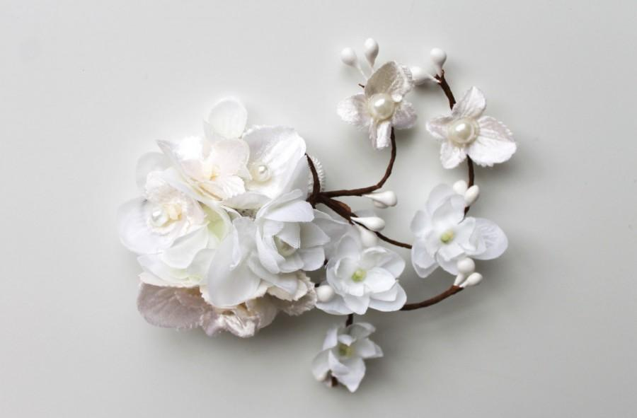 Hochzeit - Small White Flower Bridal Wedding Accessory Hair Clip